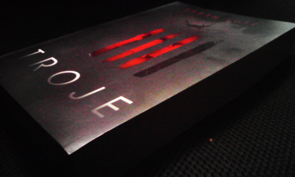 Książka Troje.